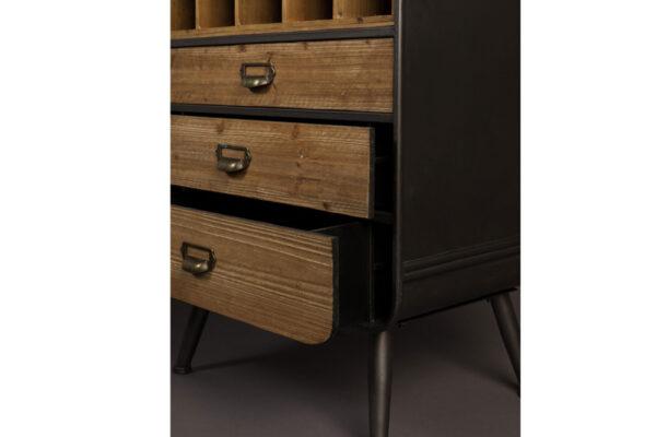 Cabinet Vino closeupp